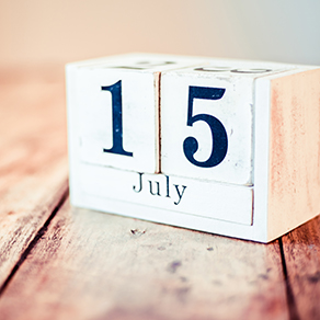Wooden cubed calendar saying 15 July - extended 2019 tax file deadline due to Coronavirus